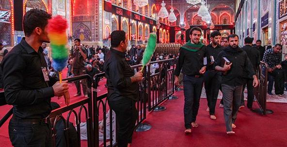 خادمان افتخاری حرم امام حسین (ع)/ عکس