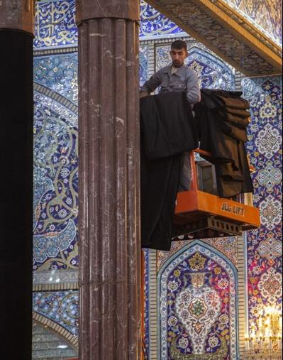 جمع آوری سیاهههای عزا از حرم حضرت سیدالشهداء (ع)
