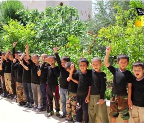 آموزش نظامی داعش به کودکان اویغور