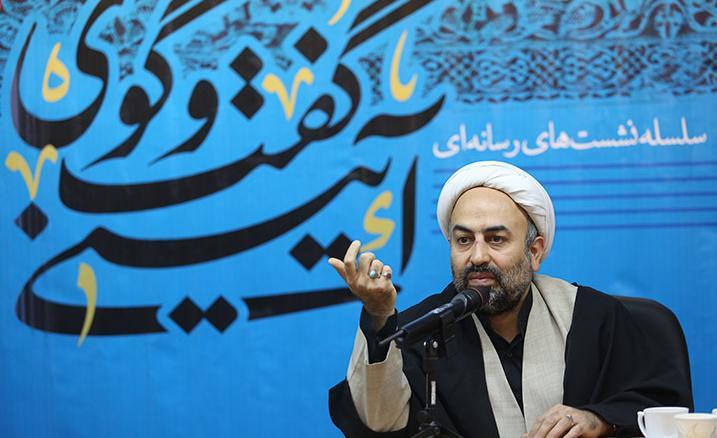 محمدرضا زائری: اشتباه استراتژیک در یکسان سازی رسانه منبر با رسانه ملی