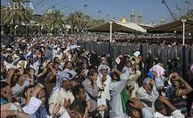 تصویری از دعای عرفه در بین الحرمین