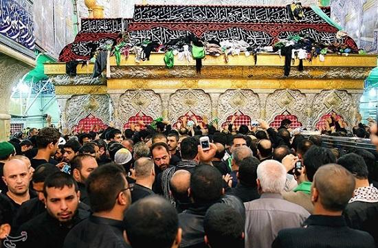 ضریح حرم سیدالشهدا علیه السلام در روز عاشورا