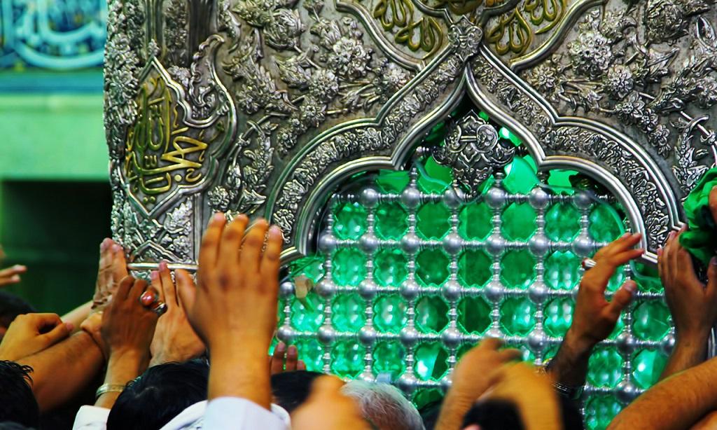 گزارش تصویری از زیارت ضریح حرم امام حسین (ع)/ دستانم را به حرمت دخیل میکنم (2)