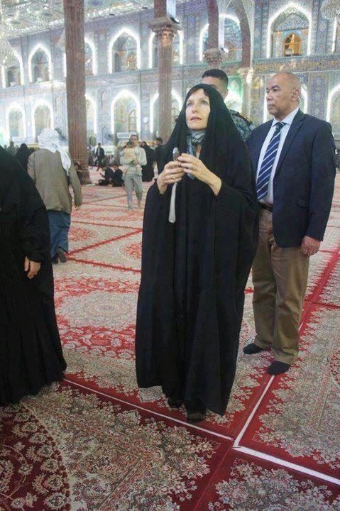 شما چه نظری درباره این تصویر دارید؟ / سفیر استرالیا در مرقد امام حسین علیهالسلام
