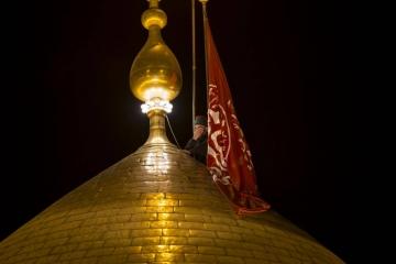 فیلم لحظه تعویض پرچم حرم مطهر حضرت سیدالشهدا (ع) در کربلا