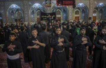 پس از برپائی مراسم عزاداری سید و سالار شهیدان، شعرا و مداحان اهل بیت در قالب یک هیئت به عزاداری پرداختند