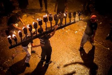 برگزاری آئین سنتی مشعل گردانی در نجف / گزارش تصویری