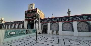 نصب پرچم بزرگ دلنوشتههای مردم ایران در حرم حضرت زینب(س)