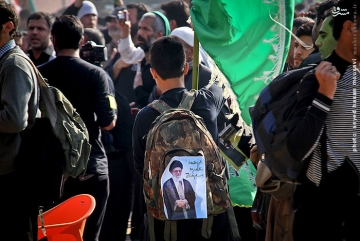 توصیه رهبری به زائران اربعین: در راهپیمایی اربعین از تصاویر من استفاده نشود