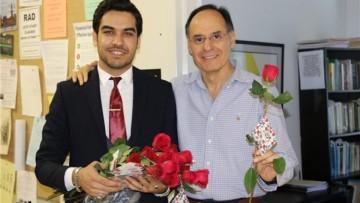 کمپین «بگو یا حسین» و اهدای گل به اساتید امریکایی
