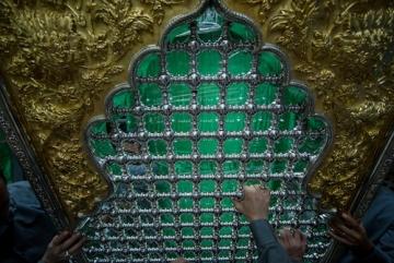 کلیپی کوتاه از تمامی مراحل تعویض و نصب ضریح جدید حرم حضرت عباس علیه السلام