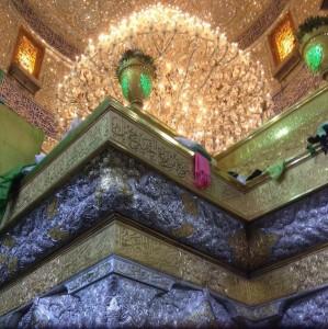 تصویری از زیر قبه حرم امام حسین (ع) در روز عید قربان