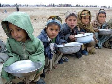 توزیع بسته افطاری بین پناهجویان افغانستانی در ایران