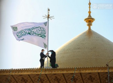 برافراشته شدن پرچم متبرک به ذکر «علی رایه الهدى» بر فراز گنبد علوی