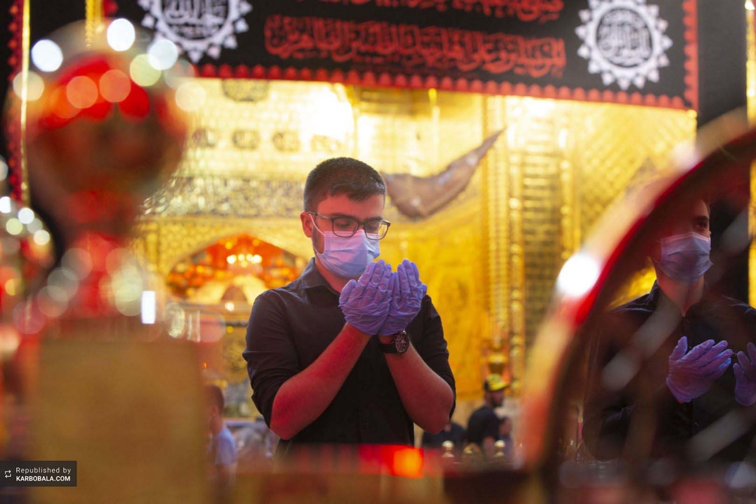 نماز در رواق نورانی علمدار کربلا حضرت عباس (ع)