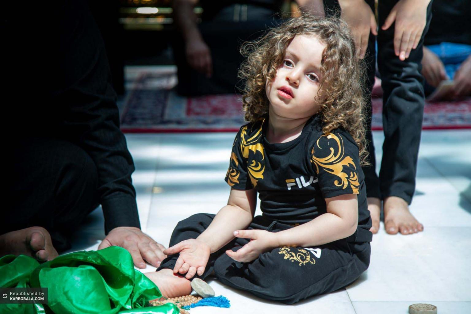 دعاکردن کودک حسینی در روز عاشورا