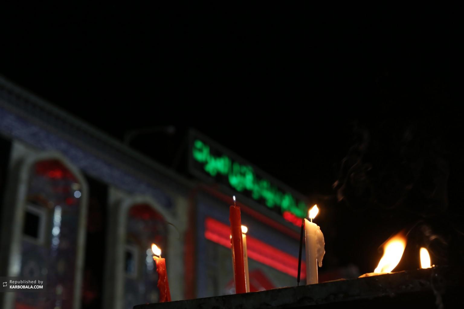 شمع های روشن شده به مناسبت شهادت سیدالشهداء علیه السلام