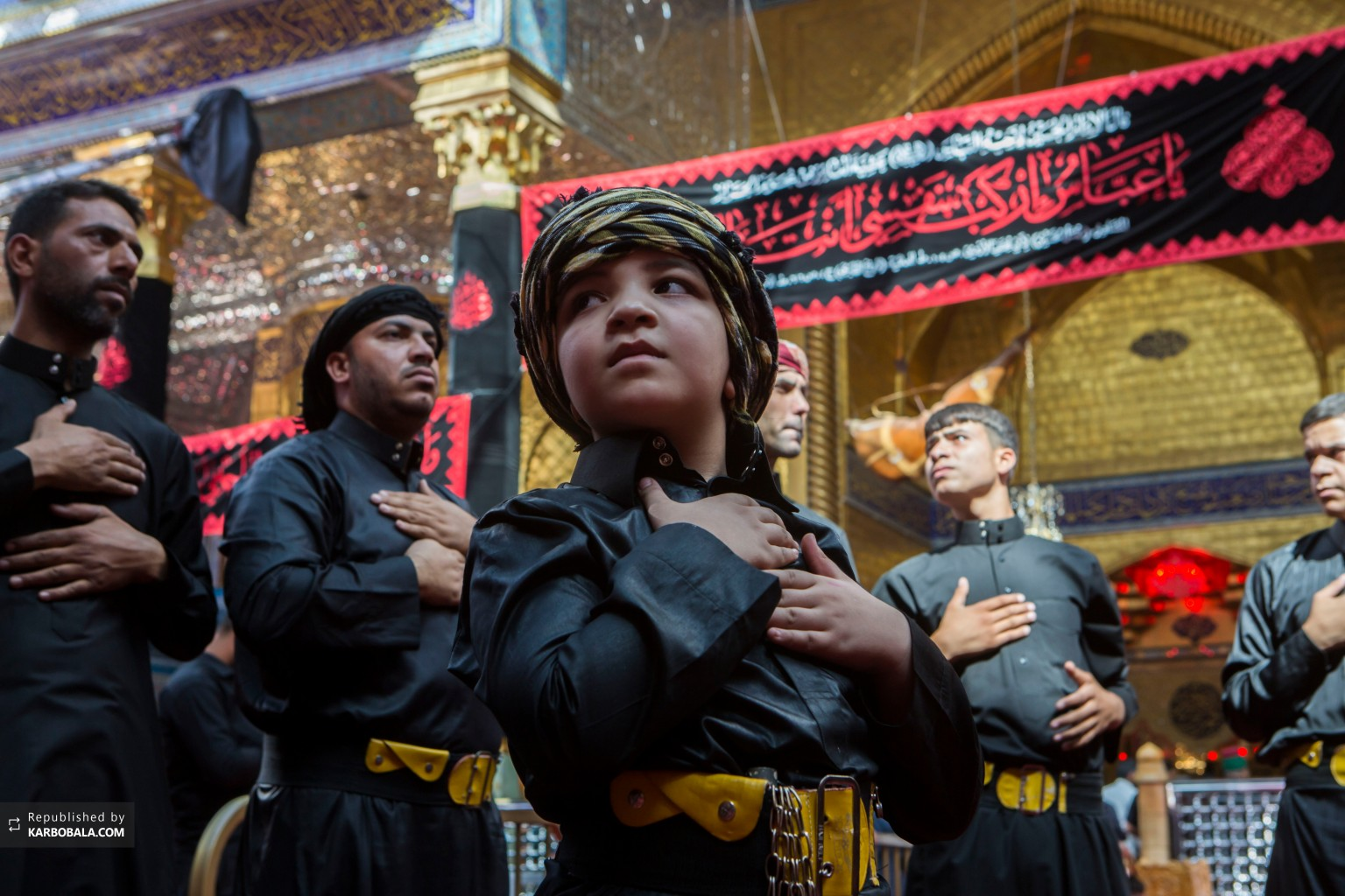 ابراز ارادات نوجوان عراقی در مراسم سینه زنی محرم