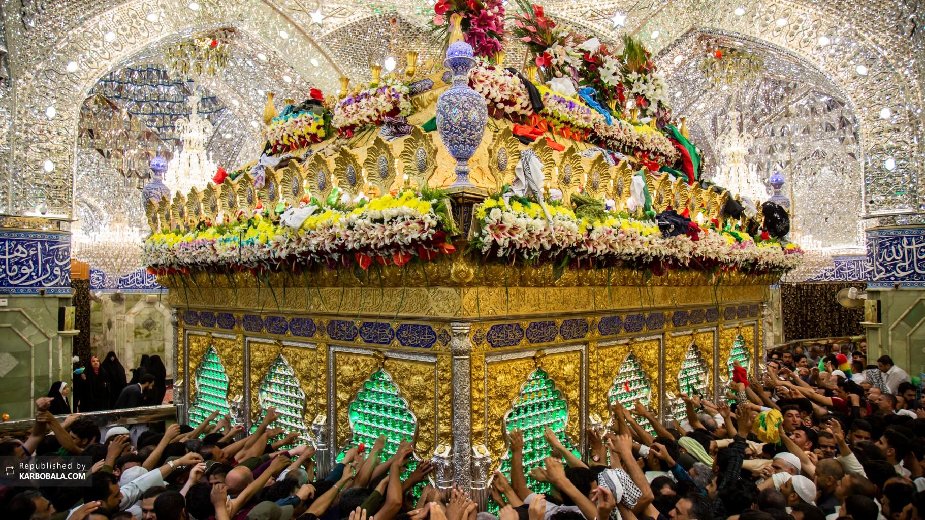 توسل و عرض ارادت شیعیان به ضریح پاک علمدار کربلا