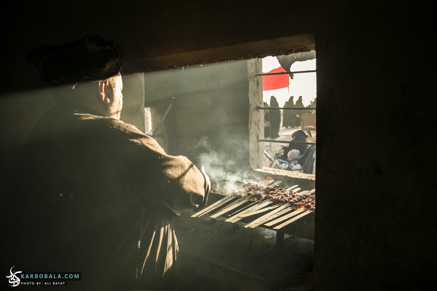 پخت غذا برای زوار حسینی در مسیر زیارت اربعین