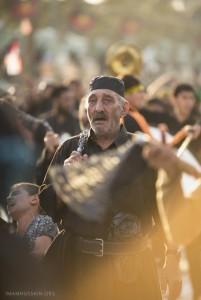 عزاداران امام حسین علیه السلام در حال زنجیر زنی