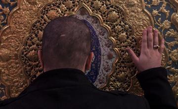 چه مستنداتی از اهل سنت دال بر مجوز زیارت، بوسیدن، توسل به قبور و... وجود دارد؟
